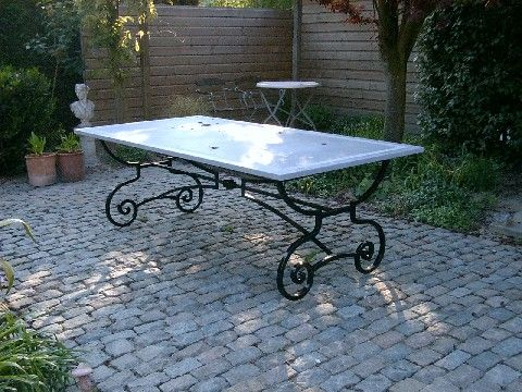 https://www.siersmederijpladdet.nl/wp-content/uploads/2020/11/gesmede-tafel-verkleint-met-krullen.jpg