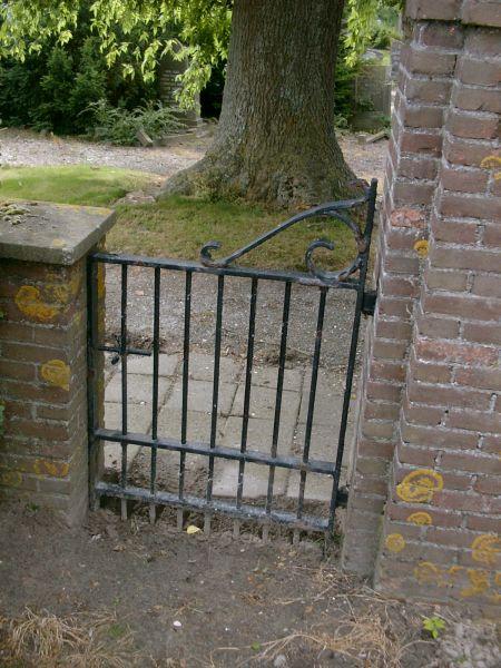 https://www.siersmederijpladdet.nl/wp-content/uploads/2020/11/hek-begraafplaats-sluis4.jpg