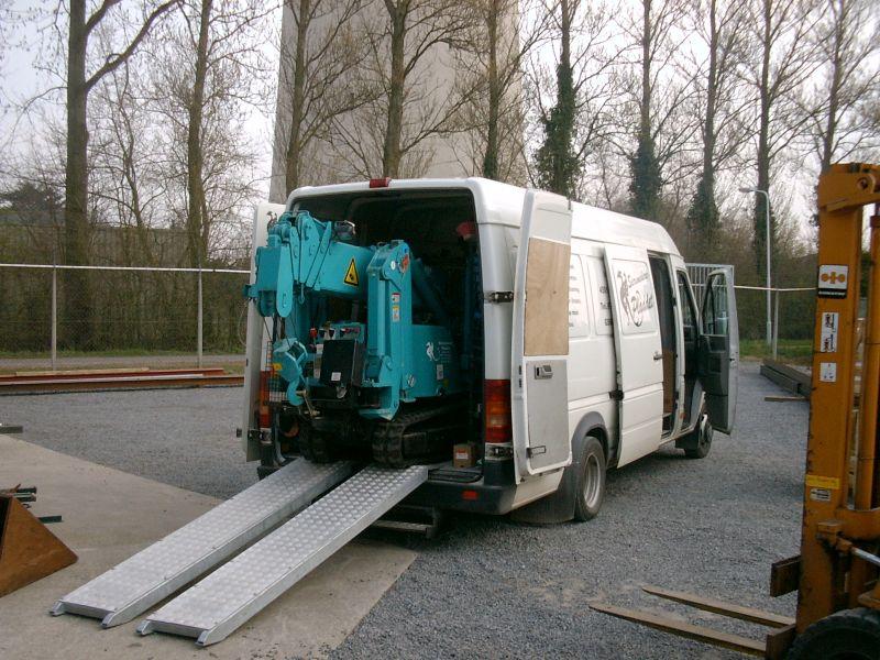https://www.siersmederijpladdet.nl/wp-content/uploads/2020/11/kraan-met-bus-2.jpg