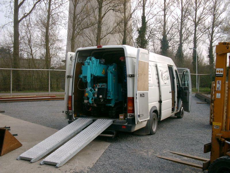 https://www.siersmederijpladdet.nl/wp-content/uploads/2020/11/kraan-met-bus-3.jpg