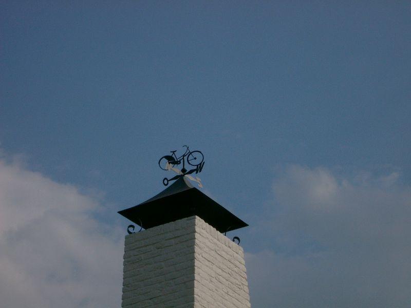 https://www.siersmederijpladdet.nl/wp-content/uploads/2020/11/schoorsteenkap-met-fiets.jpg