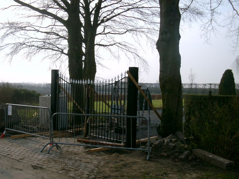 https://www.siersmederijpladdet.nl/wp-content/uploads/2020/11/werkzaamheden-kerkhof-groede-2.jpg
