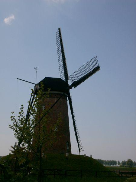 https://www.siersmederijpladdet.nl/wp-content/uploads/2020/11/windwijzer-molen-cadzand-1.jpg